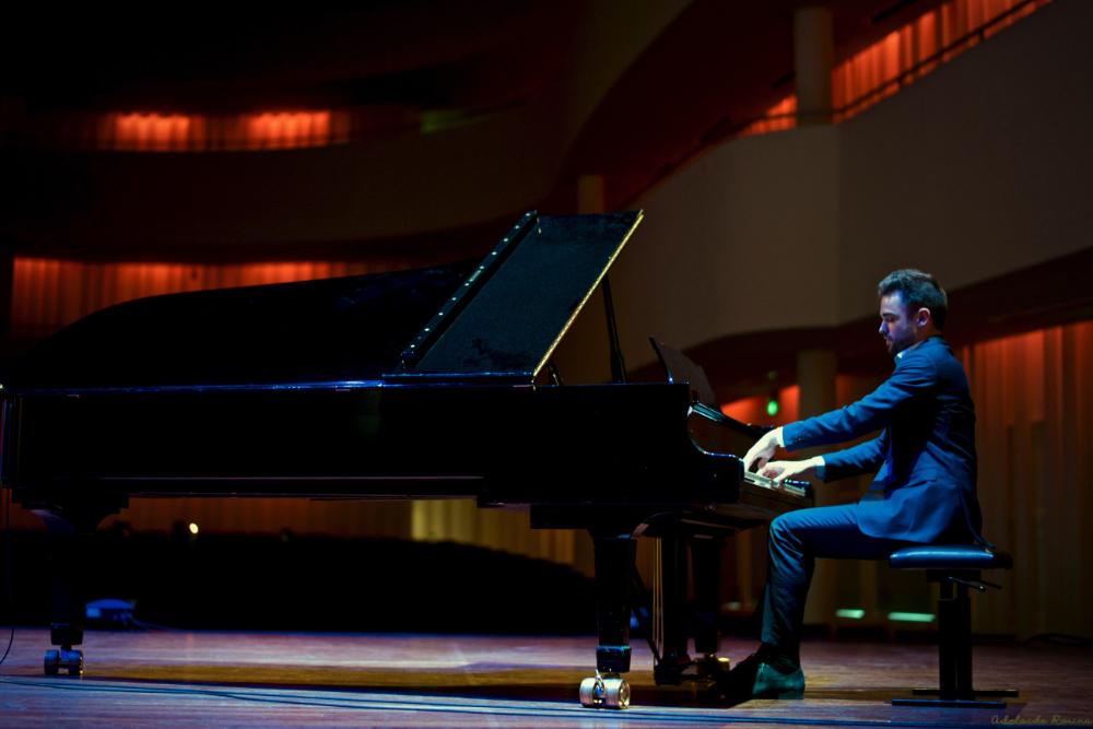 Rens van den Akker | Klassiek Pianolessen Tilburg